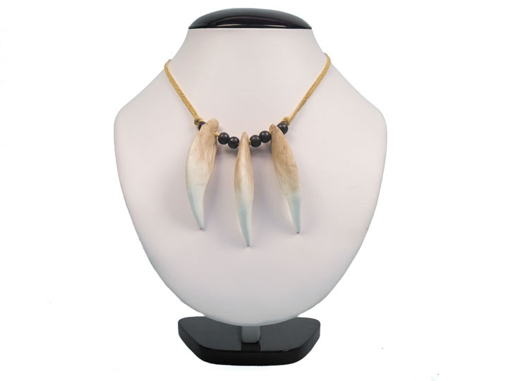 Realistic Bear Tooth Necklace: 3-Tooth