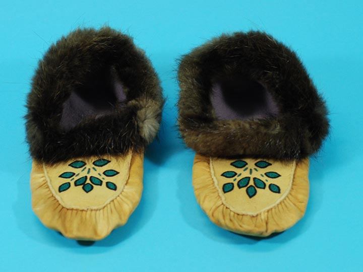 Cree Smoked Moose Moccasins: Gallery Item