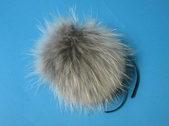 Finn Raccoon Fur Pompom: Natural finn raccoon fur pompoms, finn raccoon fur pom poms